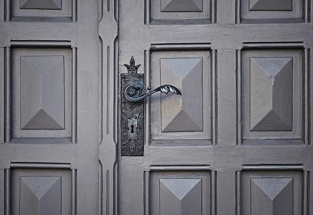 How to Remove Paint from Metal Door